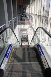 """2009 год. Торговый центр """"Приозерный"""", ул Шмидта, г. Днепропетровск. Четыре эскалатора """"Отис"""" и шесть пассажирских лифтов """"Отис""""."""