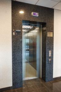 """2007 год. Комплекс зданий """"Киевстар"""", пр. Гагарина, г. Днепропетровск. Три  пассажирских  лифта  """"Отис"""", два грузовых лифта """"Могилевлифтмаш"""", один малогрузовой лифт SKG."""