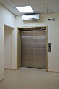 """2012год. Международная клиника репродуктивной медицины GENESIS DNEPR, ул. Рыбинская, г. Днепропетровск. Один больничный лифт """"BLT"""", без машинного помещения, г/п 1600 кг."""