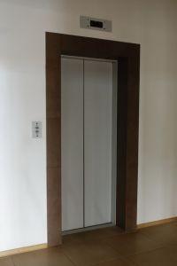 """2008 год. Торгово-офисное здание, ул. Космическая, г. Днепропетровск. Один эскалатор """"BLT"""", один пассажирский лифт """"Могилевлифтмаш"""", один грузовой лифт """"Могилевлифтмаш""""."""