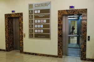 """2008-2012 годы. Бизнес-центр """"Ступени"""", ул. Баррикадная, г. Днепропетровск. Пять пассажирских лифтов """"Отис""""."""